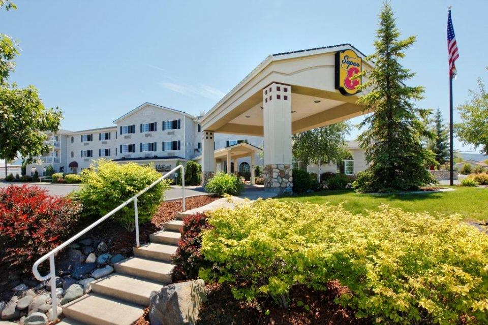 Super 8 motel grangeville id award winning lodging for for Motel exterior design